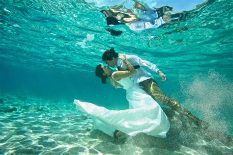 fantastic wedding under water becomes popular wedding