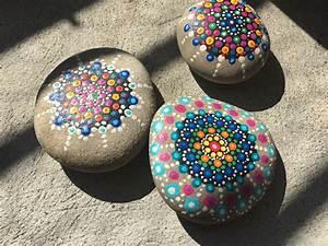 Steine Bemalen Wasserfest : mandala steine malen friemelbox ~ Frokenaadalensverden.com Haus und Dekorationen