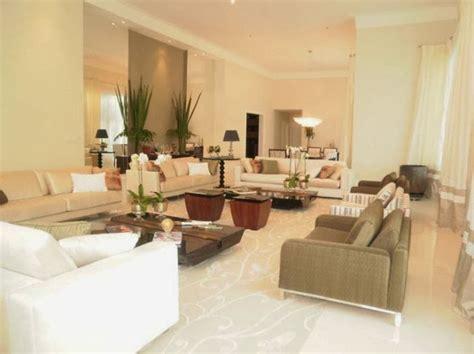 decoração de sala pequena sofá marrom escuro decorados de sala