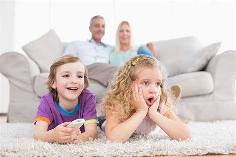 Kinder und Fernsehen  optimale Dauer, Auswirkungen & Folgen