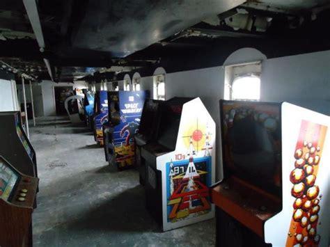 Abandoned Arcades Decaying Arcade Machines Make Arcades