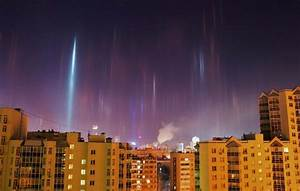 Amazing pillars of light captured in Russia -- Earth ...
