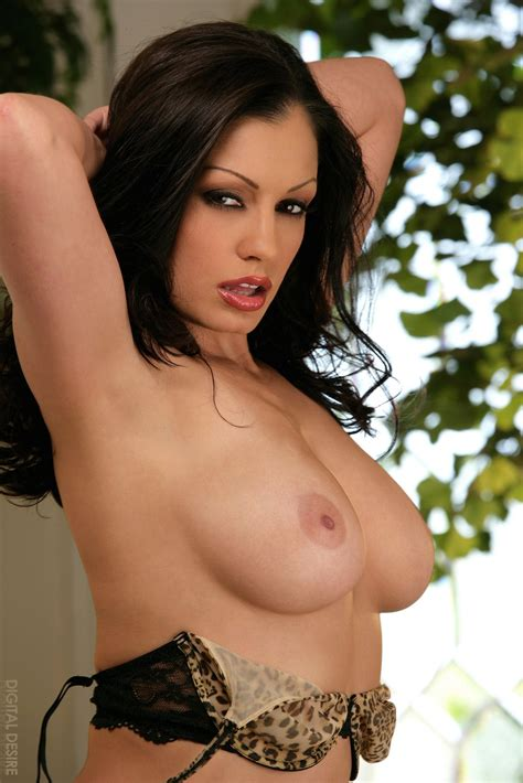 Aria Giovanni In Leopard Panties Poses On Sofa Porn Pics