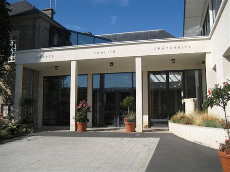 file ouistreham mairie moderne jpg wikimedia commons