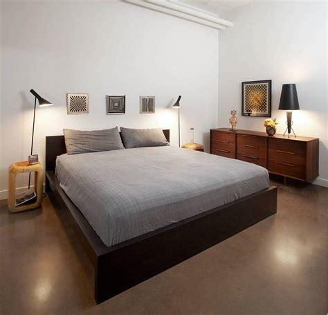 floor ls next to bed современный лофт в индустриальном стиле для холостяка