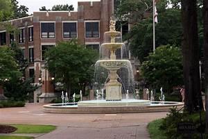 University of North Alabama fountain - Florence, AL ...