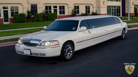 Town Car Limousine Service by Ottawa Towncar Limousines