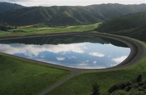 File:Upper Kaitoke reservoir.jpg - Wikimedia Commons