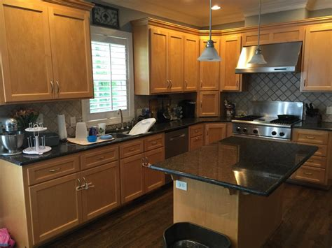 kitchen designs images with island swiss coffee cabinets sand dune pinstripe glaze 2 8018