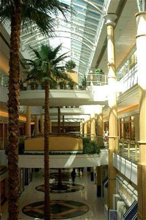 the somerset collection mall area troy michigan
