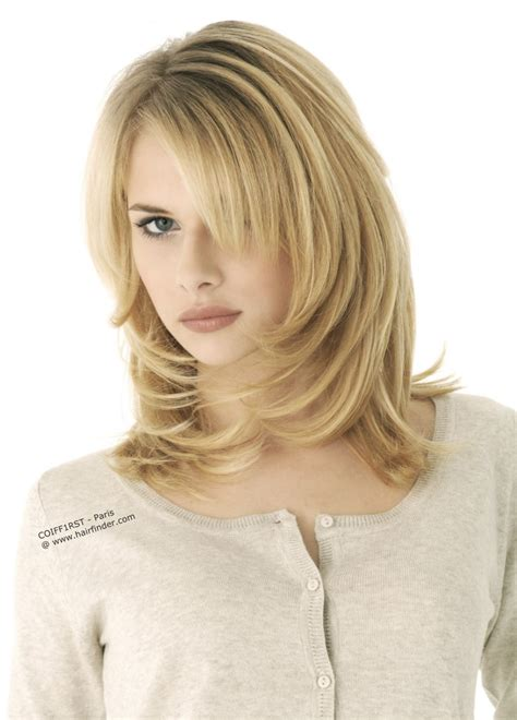 frisuren blond halblang medium springy hairstyle with blunt ends that undergo