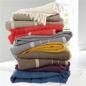 Plaid Pour Lit : le jet de lit en 44 photos pour trouver le meilleur plaid pour lit ~ Teatrodelosmanantiales.com Idées de Décoration