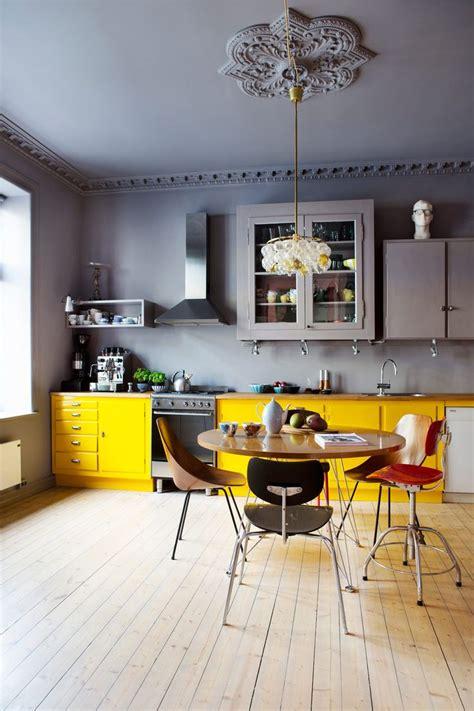 cuisine gris jaune le gris dans la cuisine cocon de décoration le