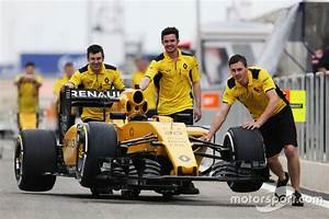 Renault Sport F1 : the renault sport f1 team rs16 is pushed down the pitlane at bahrain gp ~ Maxctalentgroup.com Avis de Voitures