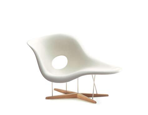 chaise design eames miniature eames la chaise hivemodern com