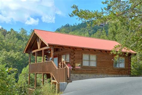 Cabin Rentals Near Sevierville Tn by Quot A Beary Happy Place Quot Sevierville Cabin To Dollywood