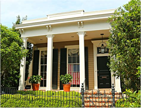 new orleans garden district homes for s row the 2300 block of coliseum new orleans homes
