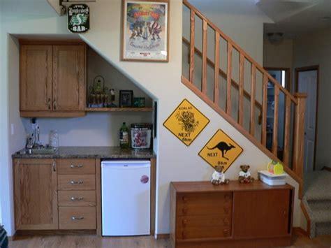 cuisine sous escalier aménagement sous escalier 60 idées dingues du placard à