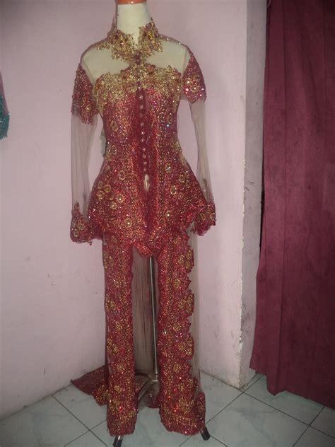 gaun pengantin warna merah gold