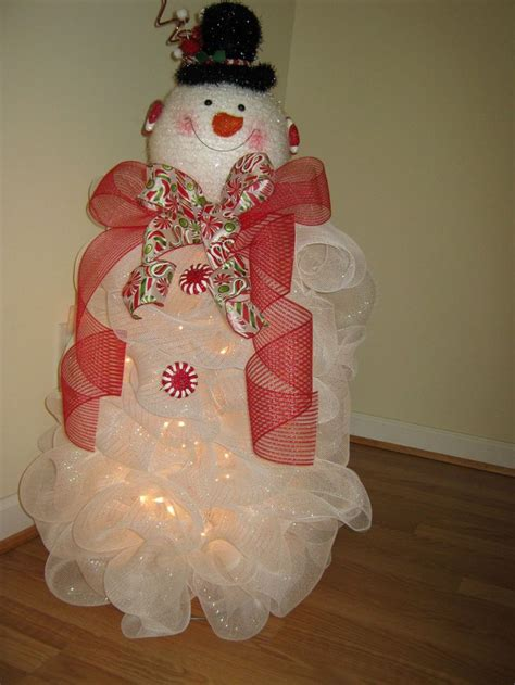 tomato cage snowman snowman wreath made at christmas used a tomato cage as the base and a snowman head from big