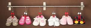 Schuhregal Für Kinder : aufh ngung f r babyschuhe oder das etwas andere kinder schuhregal kullaloo ~ Markanthonyermac.com Haus und Dekorationen