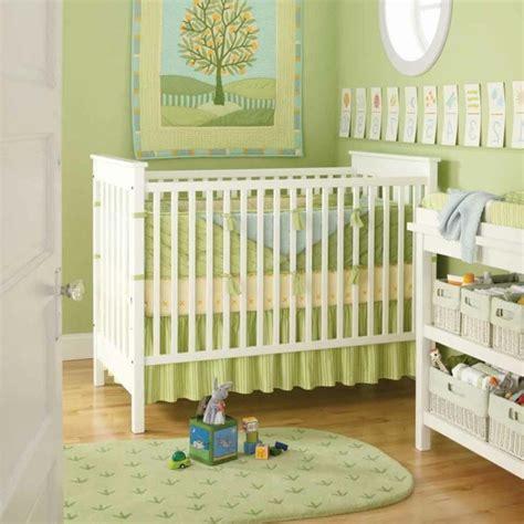 peinture verte chambre la peinture chambre bébé 70 idées sympas
