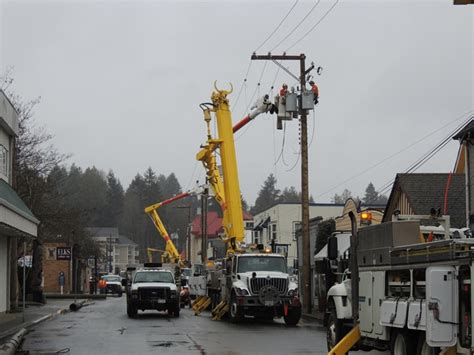 bc hydro  work replacing poles  downtown duncan