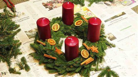 adventskranz rot selber machen diy adventskranz kranz mit tannengr 252 n selber machen dekorieren weihnachten kerzen