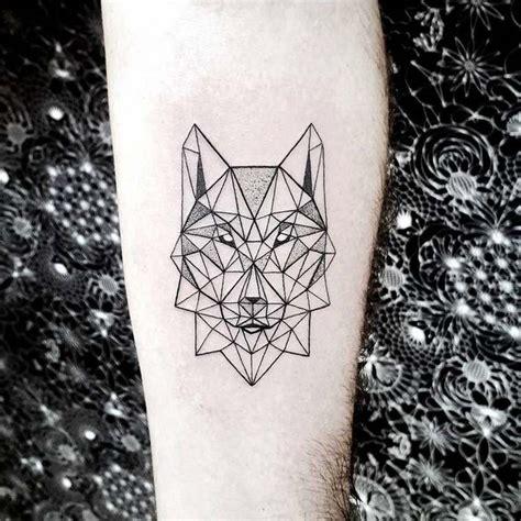 zoom sur le tatouage loup significations legendes  idees