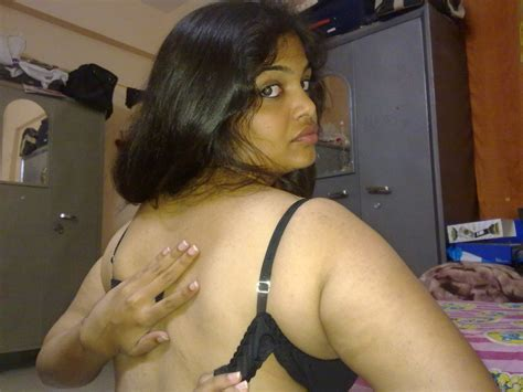 Scorching Indian Aunty Stripping Displaying Massive Boob