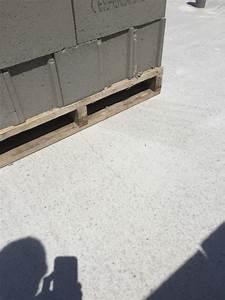 Temps De Sechage Dalle Beton : palette de parpaing sur dalle fraichement coul e r solu ~ Premium-room.com Idées de Décoration