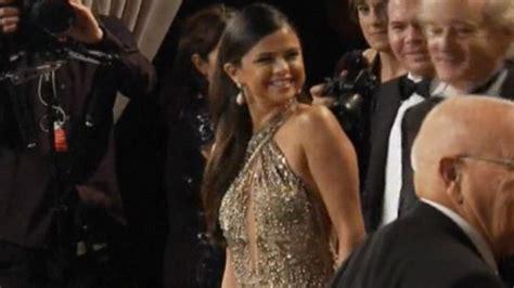 Selena Gomez 'drinking and stumbling' at Vanity Fair Oscar ...