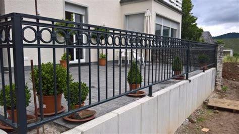 geländer für terrasse gel 228 nder f 252 r balkon terrassen sichtschutz hartholz 25