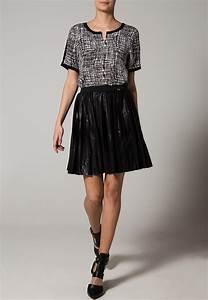 avec quoi porter une jupe plissee cet ete 5 inspirations With jupe a carreaux noir et blanc
