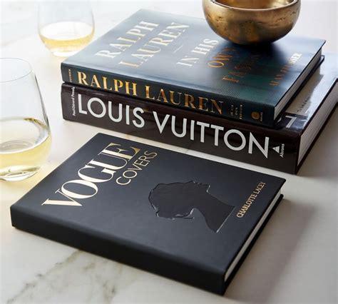 Det var emellertid efter lanseringen av sina första modekollektioner 1998 som huset nådde en aldrig tidigare skådad global berömmelse och. Louis Vuitton: The Birth of Modern Luxury, Coffee Table ...