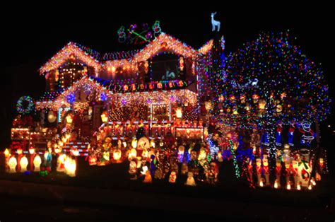best christmas lights ever family competes for best lights in nation