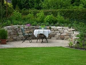 Steinmauer Im Garten : sitzplatz im garten mit steinmauer garten pinterest ~ Lizthompson.info Haus und Dekorationen