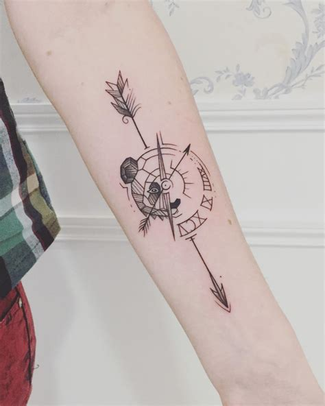 tatouage fleche boussole chaton chien  donner