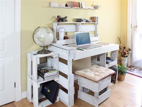construire un bureau en bois mobilier de palettes récupérées et recyclées meubles de