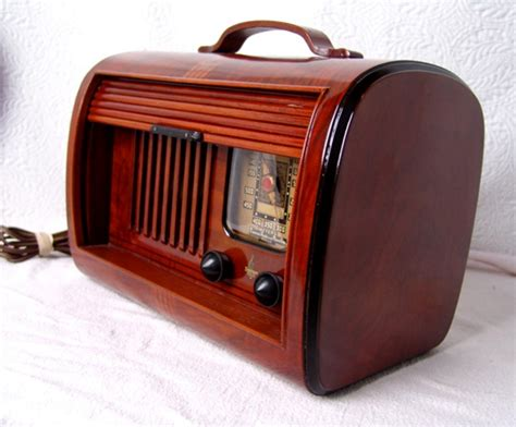 Today's Music On Vintage Radios For Art Deco And Mid