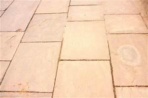 Rostflecken Auf Fliesen Entfernen : rost auf steinplatten entfernen so gehen sie vor ~ Buech-reservation.com Haus und Dekorationen