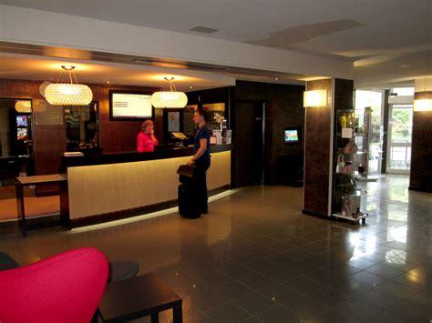 chaises de cuisine aménagement de l 39 accueil et du d 39 entrée hôtel