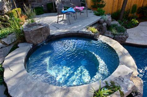 Garten Pool Whirlpool by Whirlpool In Einem Kleinen Hinterhof Home Sweet Home