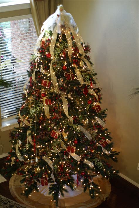 how to decorate a christmas tree from start to finish organize conquer clutter beautify your home how to decorate a tree like a pro