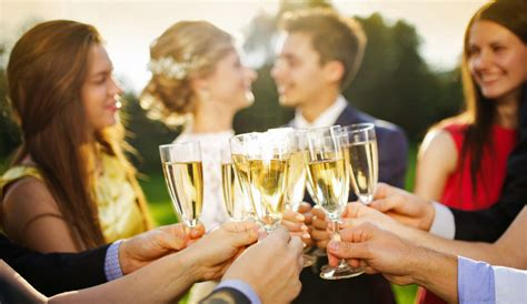 Good Wedding Guest Etiquette And Tips