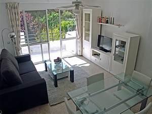 Wohnzimmer Mit Esstisch : apartement nerja burriana strand ~ Markanthonyermac.com Haus und Dekorationen