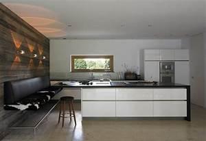 Küche Mit Integriertem Essplatz : moderne hochglanzk che mit wei en fronten und schwarzer arbeitsplatte k che pinterest ~ Markanthonyermac.com Haus und Dekorationen