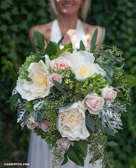 diy bridal bouquet with fresh crepe paper flowers diy weddings