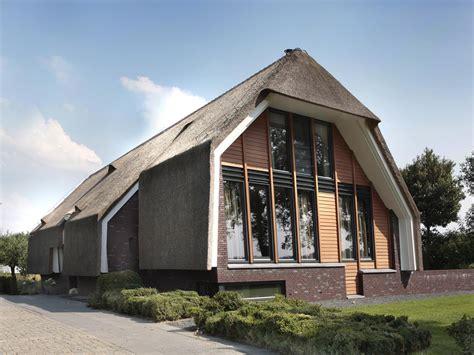 Rieten Huis by Rieten Dak Woning Modern House Thatched Roof Huis