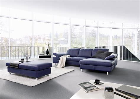 canapé d angle bleu un canape bleu en cuir chez soi de seanroyale